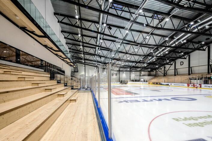 Multihallen i Oslofjord Arena er beregnet på et stort spenn av idretter. Den er dimensjonert på størrelse med en fotballhall, og har kapasitet på 2000 tribunen. (Foto: Oslofjord Convention Center)