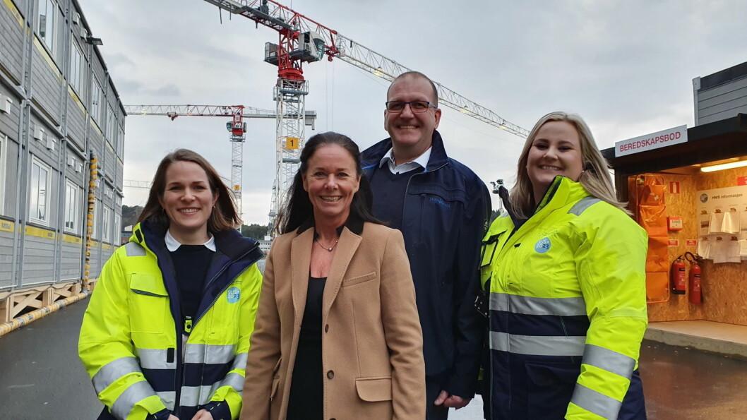 Karen Midbøe Mauritzen (fra venstre, prosjektleder anskaffelser SUS2023), Gudrun Windsand Pettersen (daglig leder Norrøna), Kjetil Korvald (Norrønas prosjektleder for SUS2023) og Silje Overøie Lyslo (prosjektleder bygg, SUS2023). (Foto: SUS2023/Ingveig Tveranger)
