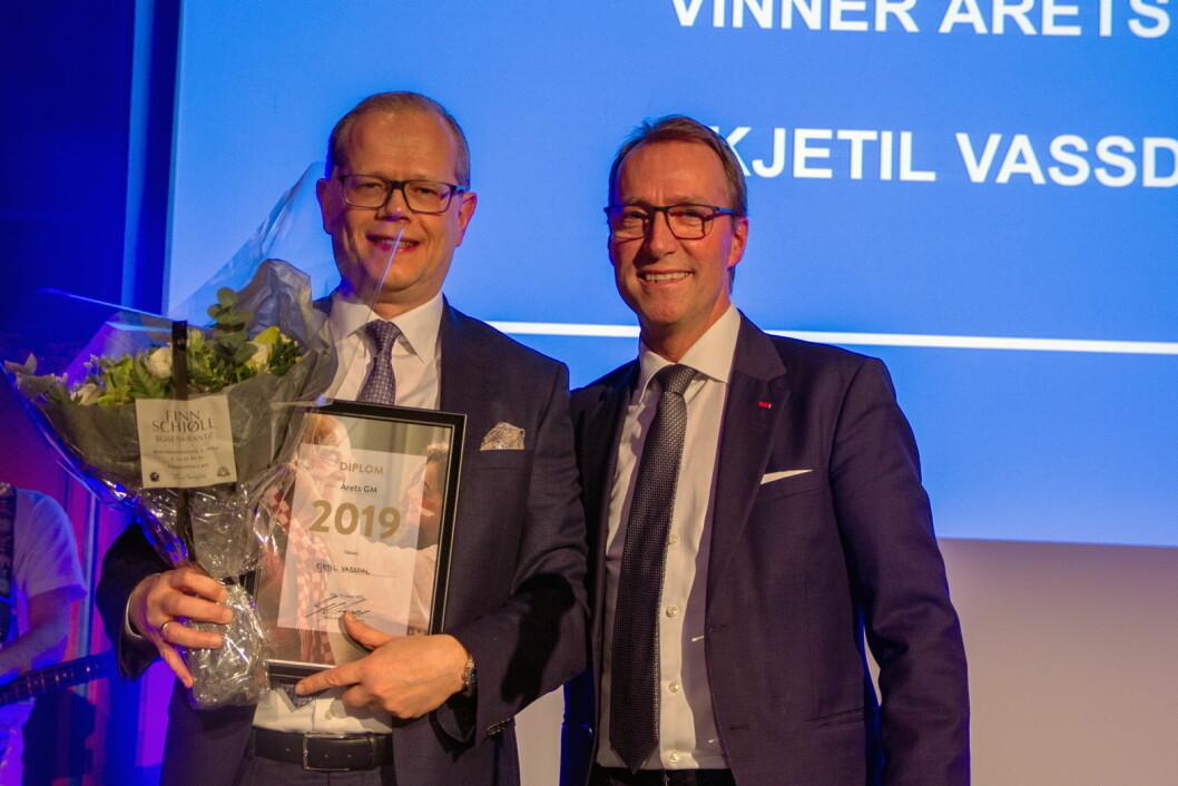 Kjetil Vassdal (til venstre) sammen med president og konsernsjef hos Scandic Hotels, Jens Mathiesen. (Foto: Scandic Hotels)