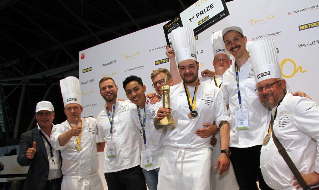 Gull til Norge. Christian A. Pettersen vant Europa-utgaven av Bocuse d'Or 2018, godt assistert av en rekke støttespillere. (Foto: Morten Holt, arkiv)
