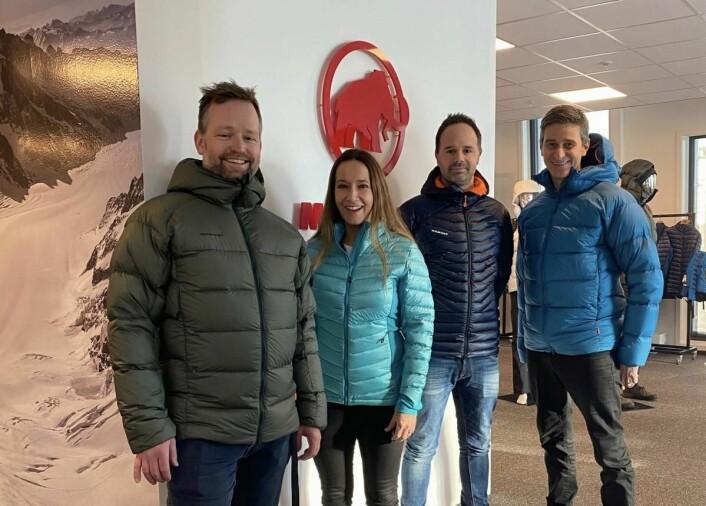 Opplevelseselskapet Norwegian Adventure Company (NAC) og utstyrsprodusenten Mammut inngår strategisk samarbeid. Fra venstre_ Øystein Halvorsen, Nina Kristine Madsen-Geelmuyden, Espen Ramsvik og Fredrik Geelmuyden. (Foto: NAC)
