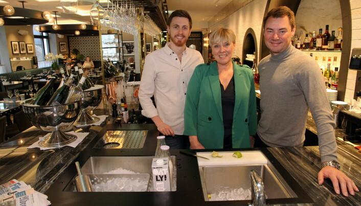 Niklas Norrheim, Giske Helene Daviknes og Ole Henrik Eftedal i Brasserie Britannia. (Foto: Morten Holt)