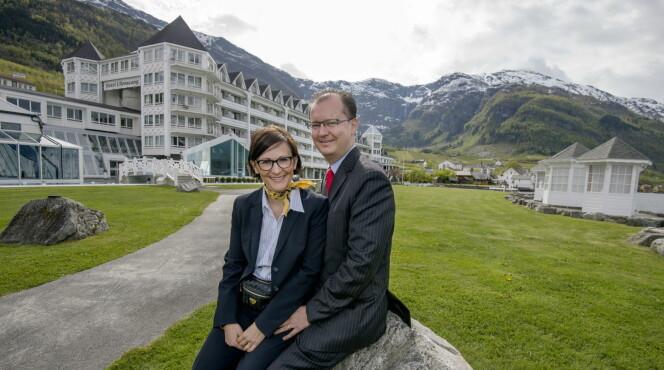 Hotel Ullensvang på Lofthus er et familiehotell som nå drives i femte generasjon.  Hans Edmund H. Utne driver hotellet sammen med kona Barbara Zanoni Utne som er fra Sveits. (Foto: Espen Braata)