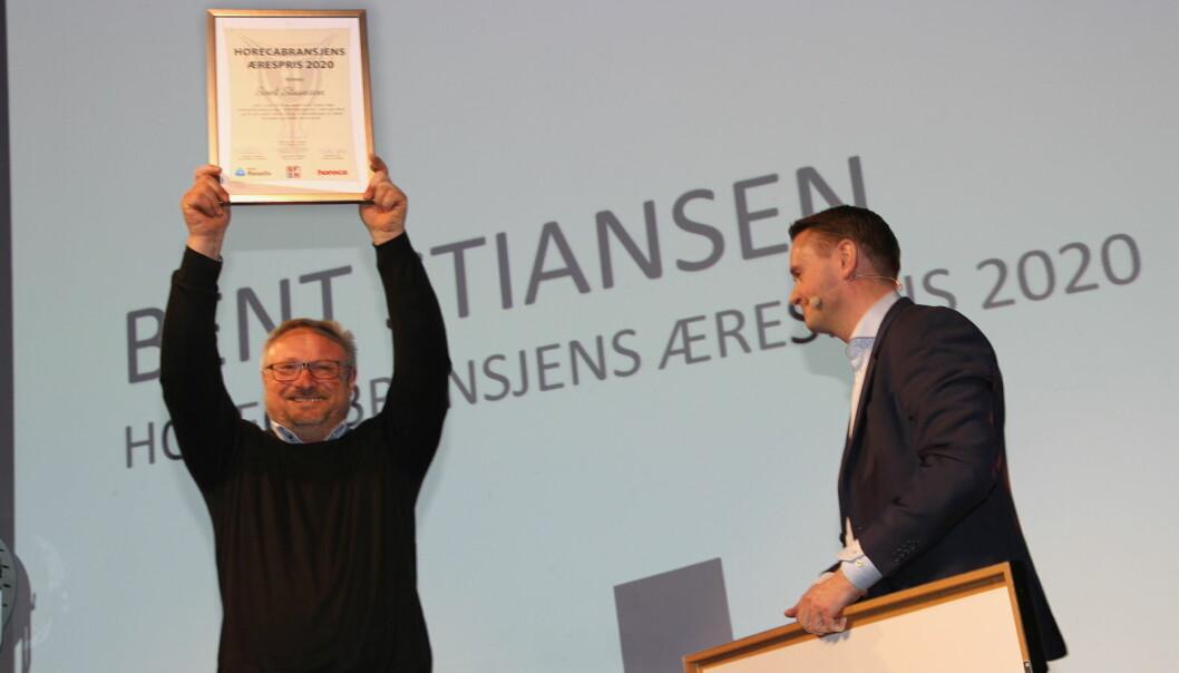 Horecabransjens Ærespris 2020 til Bent Stiansen. Her sammen med prisutdeler Gjøran Sæther. (Foto: Morten Holt)