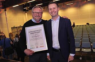 Bent Stiansen sammen med prisutdeler Gjøran Sæther, administrerende direktør i Fursetgruppen. (Foto: Morten Holt)