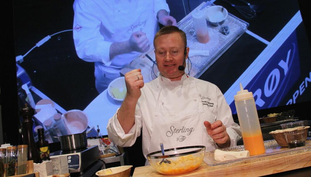 Frode Selvaag tilbereder sjømat hos Lerøy. (Foto: Morten Holt)