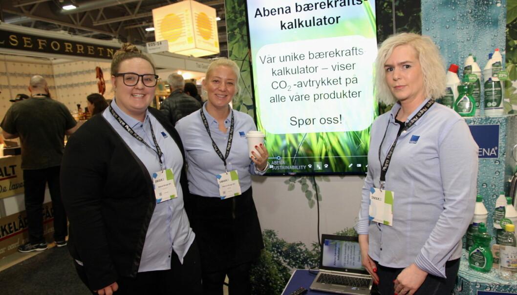 Abena presenterer blant annet bærekraftig engangsartikler. Fra venstre Vanessa Hoffmann, Tina Fonås og Hilde Bekkemellom. (Foto: Morten Holt)