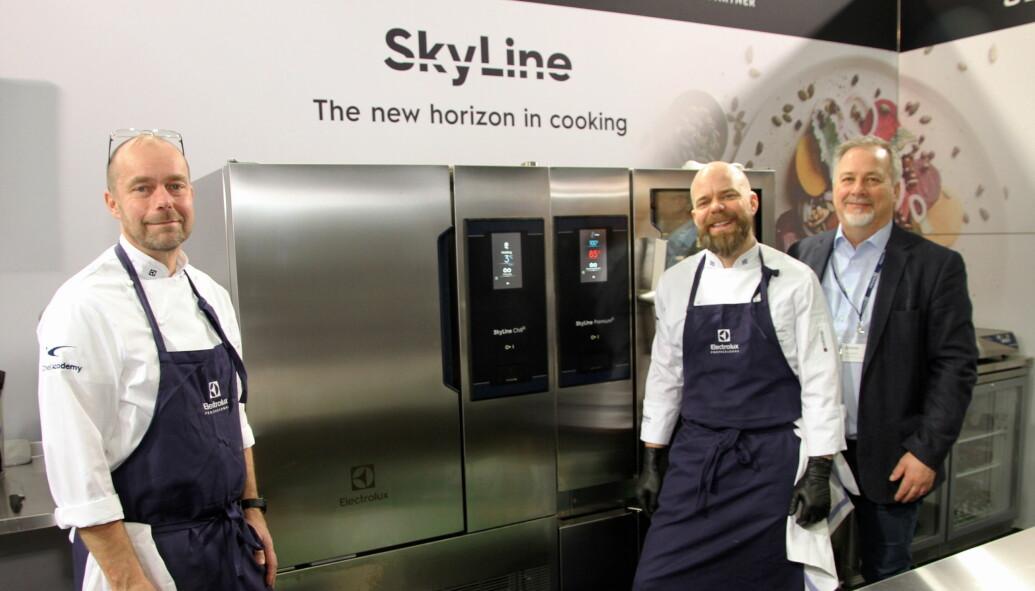 Electrolux presenterer Skyline. Fra venstre Torbjørn Nilsson, Christian Stray og Knut R. Johannessen. Les mer om Skyline i neste utgave av magasinet Horeca. (Foto: Morten Holt)