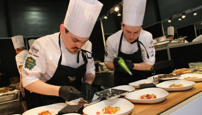 Sølv i Årets grønne kokk til Odd Rainer Hildrum (til venstre) og Christer Rørlien Henriksen fra Bjerck restaurant i Bergen. (Foto: Morten Holt)