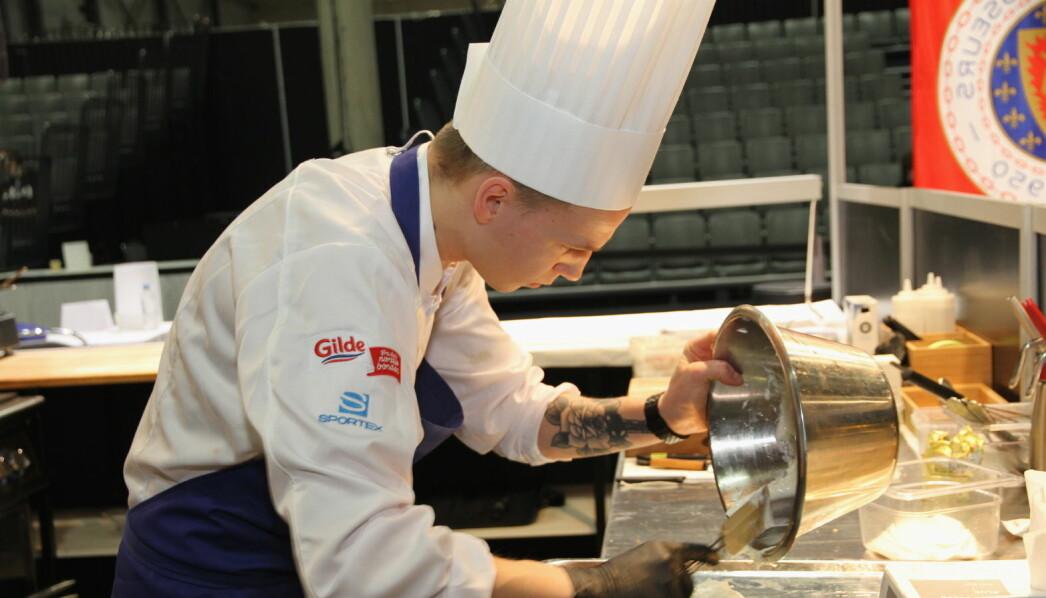 Sindre Fagermo Hjelmseth fra To Rom og Kjøkken i Trondheim ble nummer to i Jeunes Chefs Rôtisseurs. (Foto: Morten Holt)