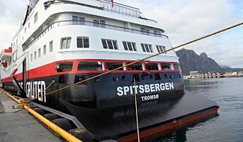 Hurtigruten stenger alle skip for alle som har reist utenfor Norden