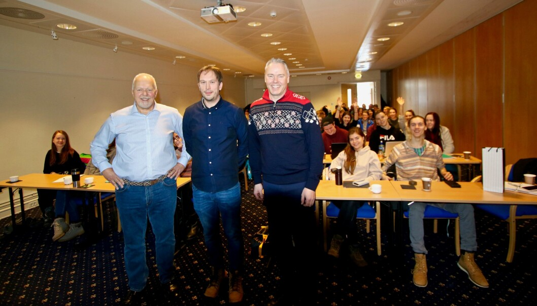 Høgskolelektor Svein Erik Nordhagen fra Handelshøyskolen Innlandet på Lillehammer, flankert av direktør Atle Hovi og PR-strateg Bjørn B Jacobsen. (Foto: DestinasjonsKirurgene)