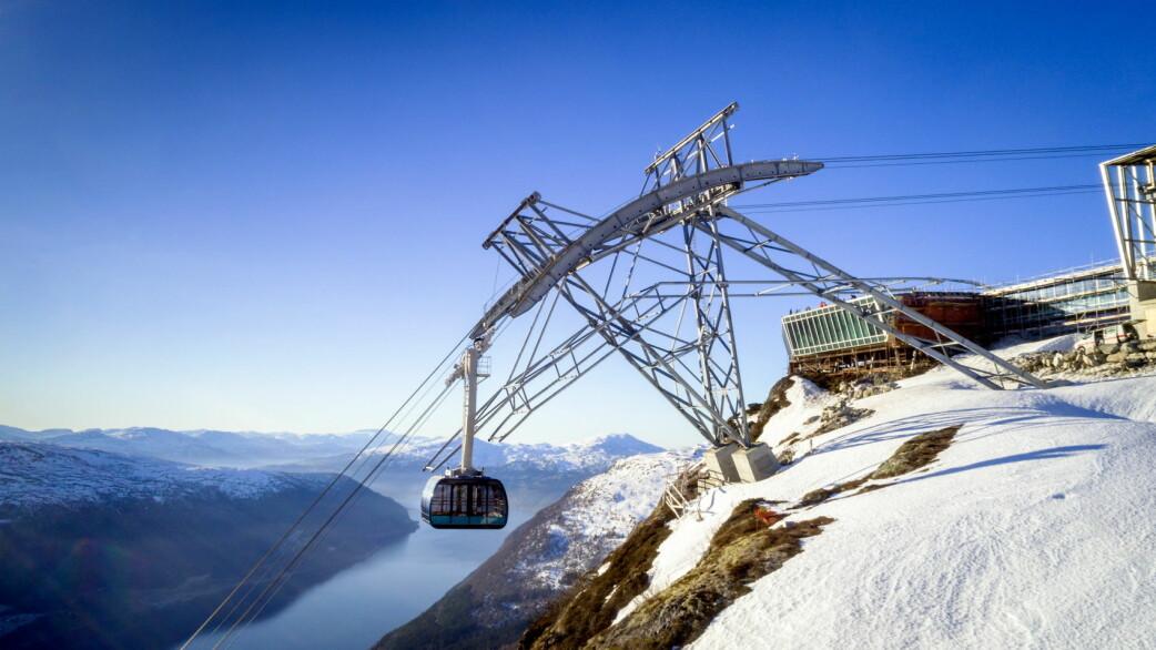 Loen Skylift med Hoven restaurant. (Foto: Lars Korvald/Loen Skylift)