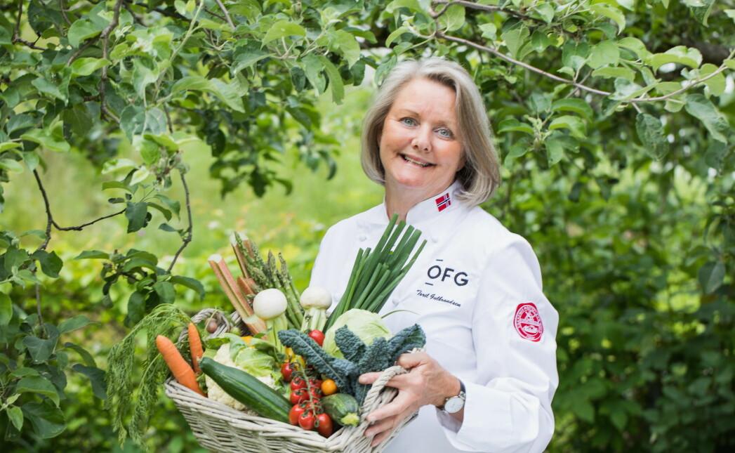 Matfaglig rådgiver hos OFG, Toril Gulbrandsen, gleder seg ekstra over de norske grønnsakene i år. (Foto: OFG)