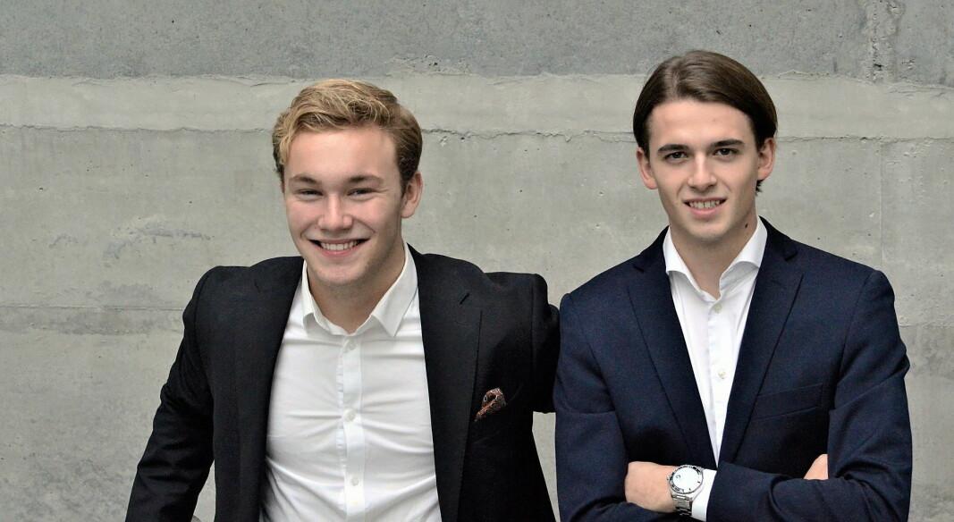 Allerede som 16-åringer startet André Lier og Emil Hamborgstrøm sin første bedrift. Da var de elever ved Hans Nielsen Hauge videregående i Fredrikstad. Nå driver de Tidbit AS, med hjelp fra investor Hans Othar Blix. (Foto: Privat)