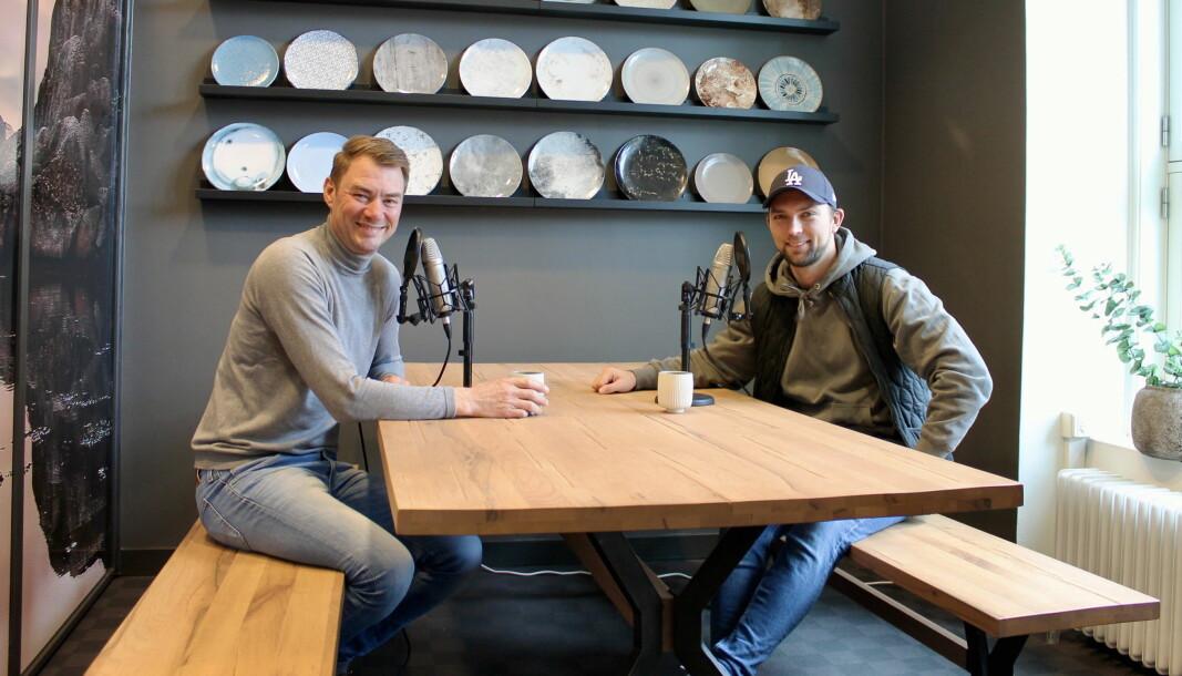Ole Henrik Eftedal (til venstre) i studioet på Skøyen sammen med Øyvind Bøe Dalelv. (Foto: 2080)