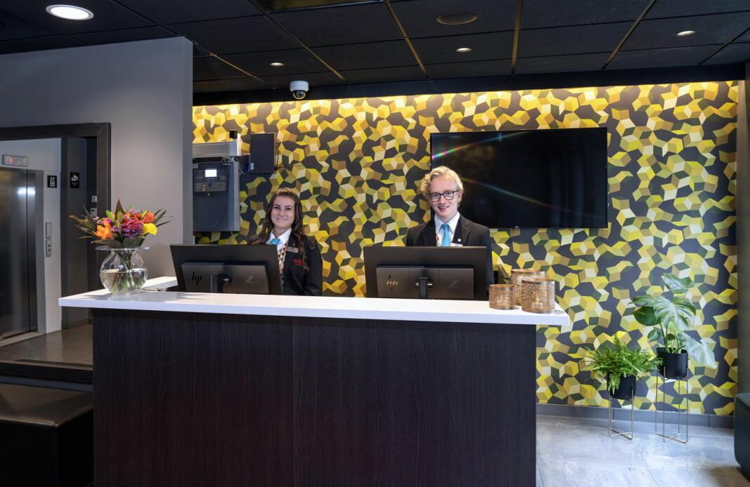 De ansatte ønsker velkommen til et oppgradert Thon Hotel Astoria. (Foto: Thon Hotels)