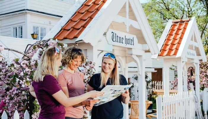 Overnatting vil tilbys på Utne Hotel (bildet) og Hotel Ullensvang. (Foto: Utne Hotel)