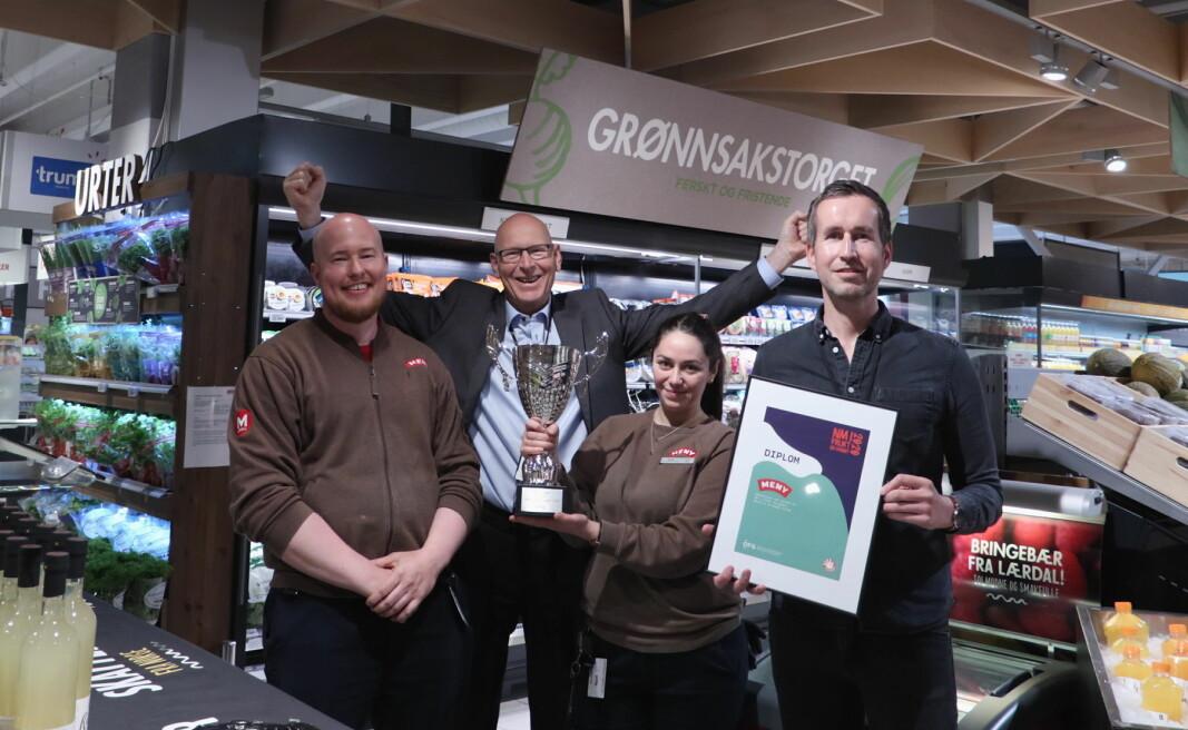 Vinnere i NM i frukt og grønt. Kjøpmann Meny Skøyen (fra venstre), Dan Joakim Olsen, regionssjef Jørn Aannestad, frukt- og grøntansvarlig Meny Skøyen, Suzan Yilmaz og kategoriansvarlig Steinar Lauritsen. (Foto: OFG)