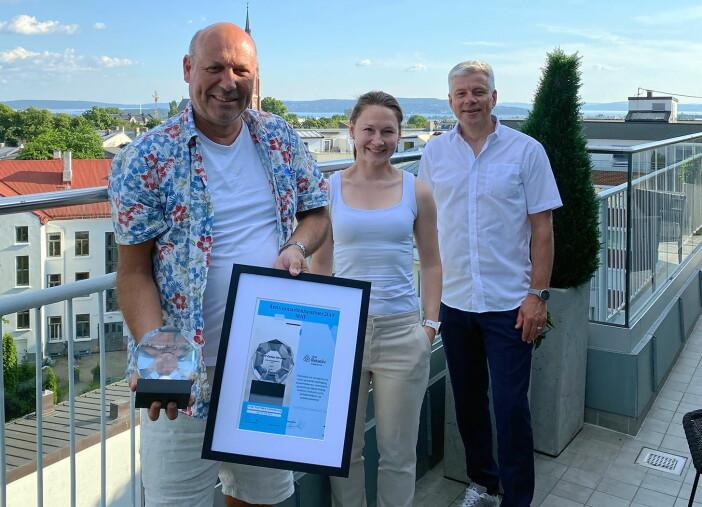 Fra venstre: Vegard Aulie (Tine Partner), Alexandra Buan (kategorisjef i NHO Reiseliv Innkjøpskjeden), Morten Karlsen (direktør for verving og innkjøp i NHO Reiseliv Innkjøpskjeden). (Foto: Anna Ellingsen)