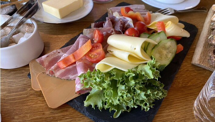 Frokost på Storfjord Hotel. (Foto: Morten Holt)