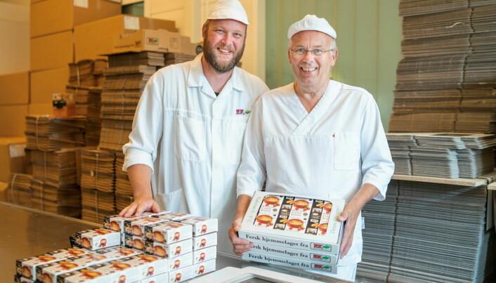 Finalist Ek Gårdskjøkken ved daglig leder Lars Erik Ek og faren Joar Ek. (Foto: Michael Johnsen)