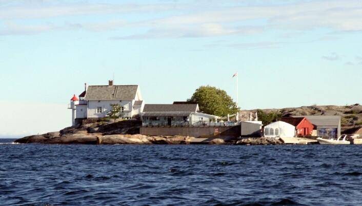 Stangholmen fyr ligger en kort båttur fra Risør. (Foto: Morten Holt)