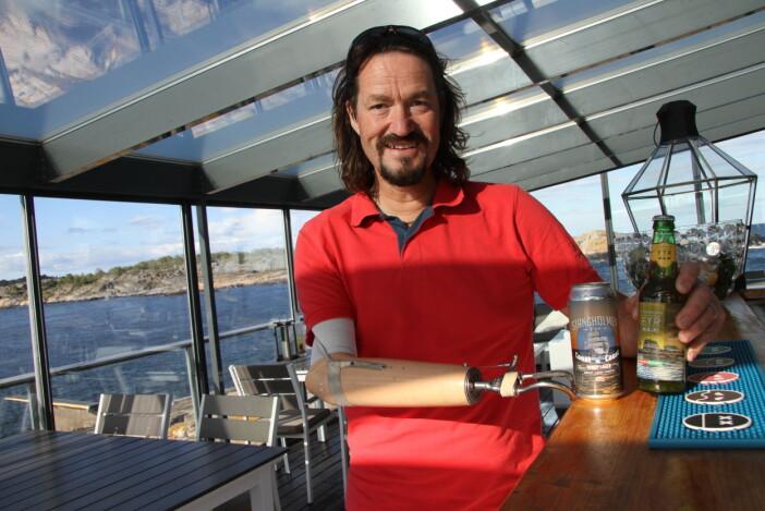 Stangholmen byr på sitt eget øl. Dag Eikeland produserer det selv – i USA. (Foto: Morten Holt)