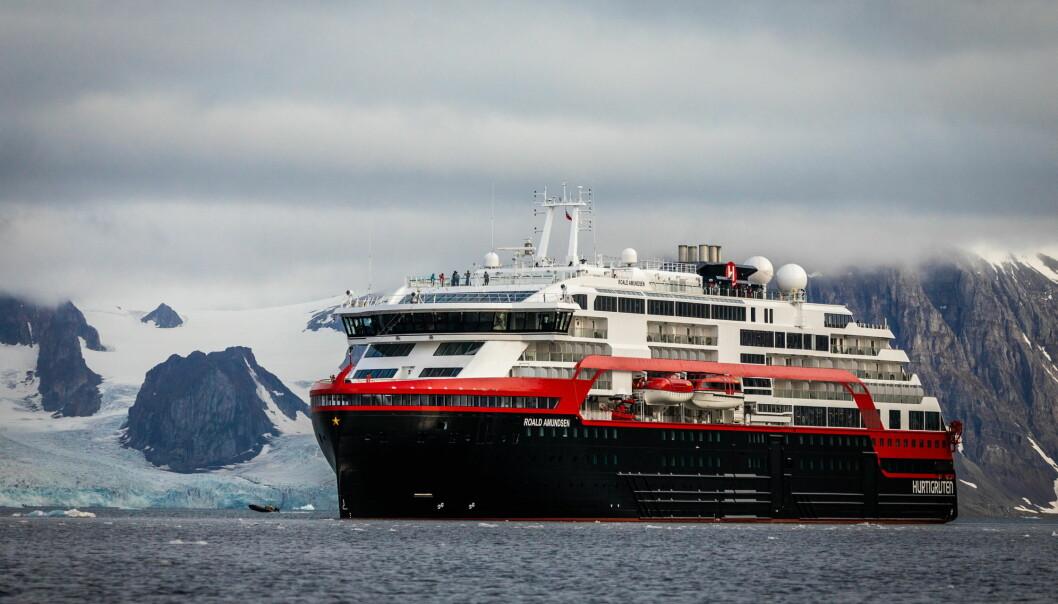 Verdens første hybriddrevne cruiseskip MS Roald Amundsen skal i sommer seile ekspedisjonscruise til Svalbard. (Foto: Oscar Farrera/Hurtigruten)