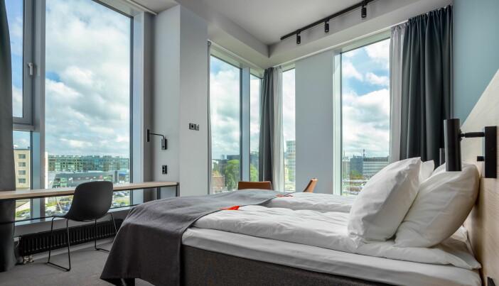 Fra ett av rommene på det nye hotellet i Tallinn. (Foto: Citybox/Martin Hannus)