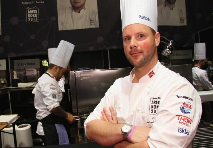 Andreas Myhrvold, som blant annet har vært coach for Christian A. Pettersen (bak) i Årets kokk, er ny kaptein for det norske juniorlandslaget. (Foto: Morten Holt)