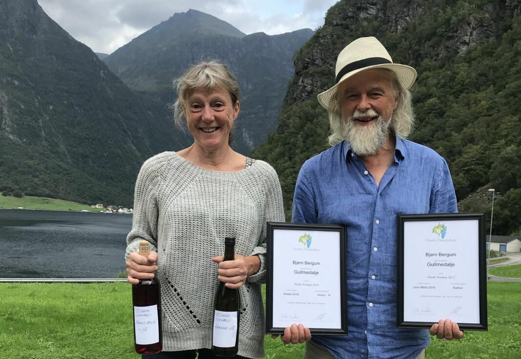 «Årets vinbonde»: Bjørn Bergum med kona Halldis Nedrebø. (Foto: Norsk Vinskue)
