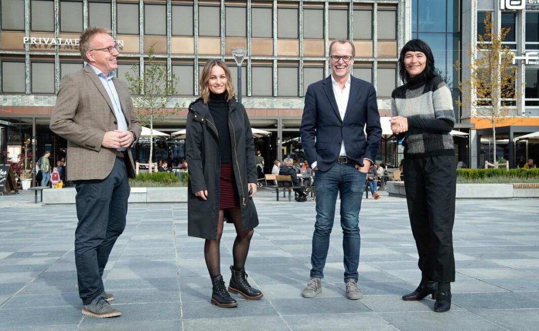 Disse fire har alle vært nøkkelpersoner i planlegging, produksjon og distribuering av filmen. Fra venstre Jens Storli (kongress- og arrangementssjef i Visit Trondheim), McKenna Starck (markedssjef i Visit Trondheim), Lasse Berre og Tanja Holmen. (Foto: Berre Kommunikasjonsbyrå/ Markus Nymo Foss)