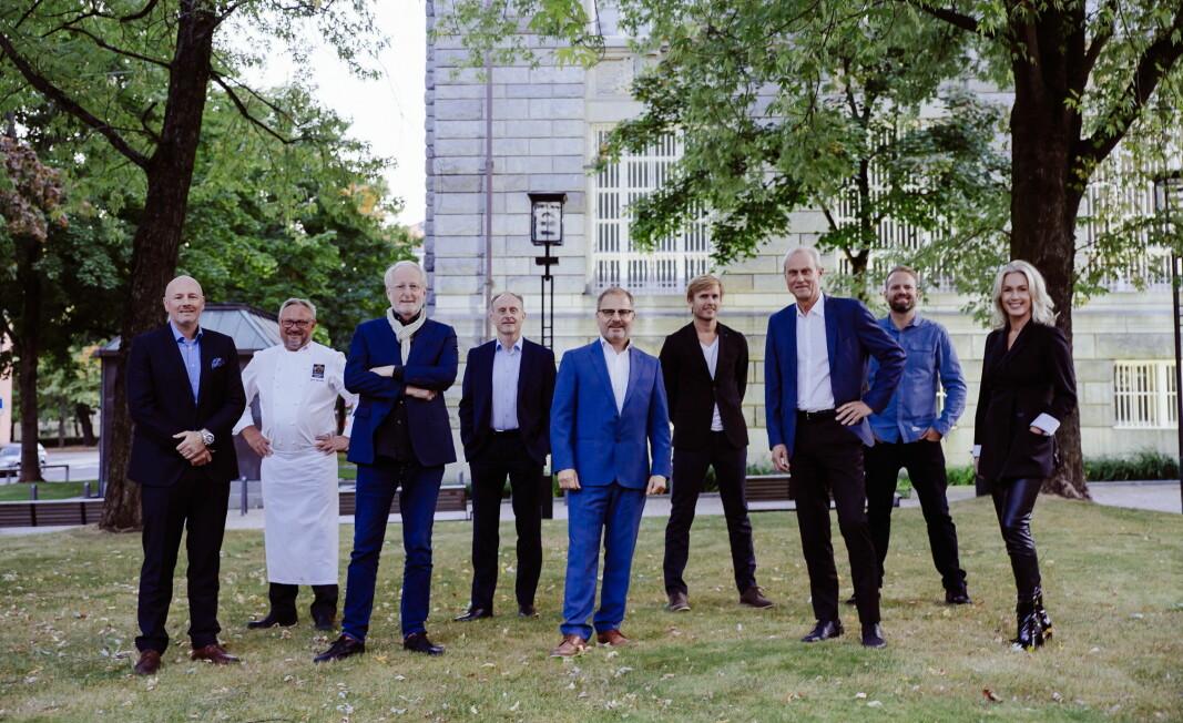 Bent Andersen (Bama Storkjøkken, fra venstr), Bent Stiansen (vinner av Bocuse d'Or 1993), EyvindHellstrøm (Bocuse d'Or 1989), Rune Brandstamoen (styreleder, Stiftelsen Norsk Gastronomi), Arne Sørvig (daglig leder, Stiftelsen Norsk Gastronomi) Geir Skeie (vinner Bocuse d'Or 2009), Rune Flaen (adm.dir. Bama-Gruppen), Tom Victor Gausdal (sølv i Bocuse d'Or 2005) og Anita Krohn Traaseth (styremedlem, Stiftelsen Norsk Gastronomi). (Foto: Torstein Lund Sperstad)