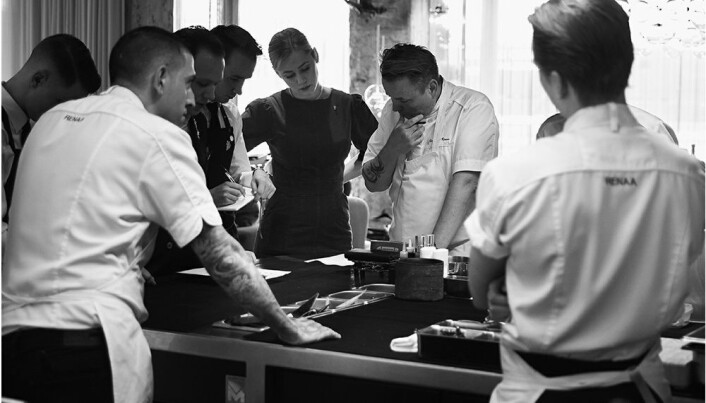 På kjøkkenet med Sven Erik Renaa. (Foto: Lars Petter Pettersen)