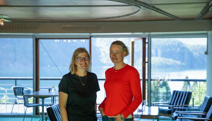 Gunhild fra Energihotellet i dialog med arkitekt Tai Grung, datter til originalarkitekt Geir Grung. (Foto: Up Norway)
