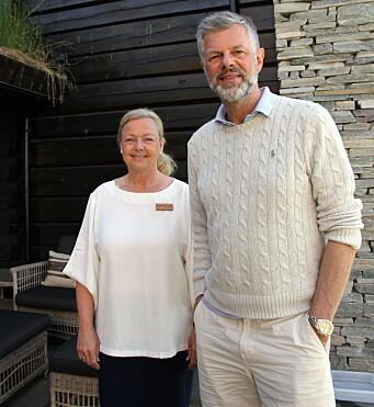 Hotelldirektør Benthe Langeland sammen med eier Knut Flakk. (Foto: Morten Holt)