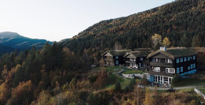 Storfjord Hotel ligger høyt og luftig. (Foto: Storfjord Hotel)