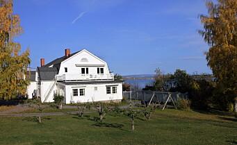 Granly Stiftelse ligger på Kapp med utsikt mot Mjøsa og Helgøya (Foto: Morten Holt)