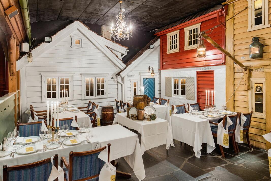 Kulissene på Mortepumpen er nedskalerte fasader fra bybildet, som representerer «det gamle Stavanger». (Foto: Radisson Blu Atlantic Hotel/Marius Vervik)