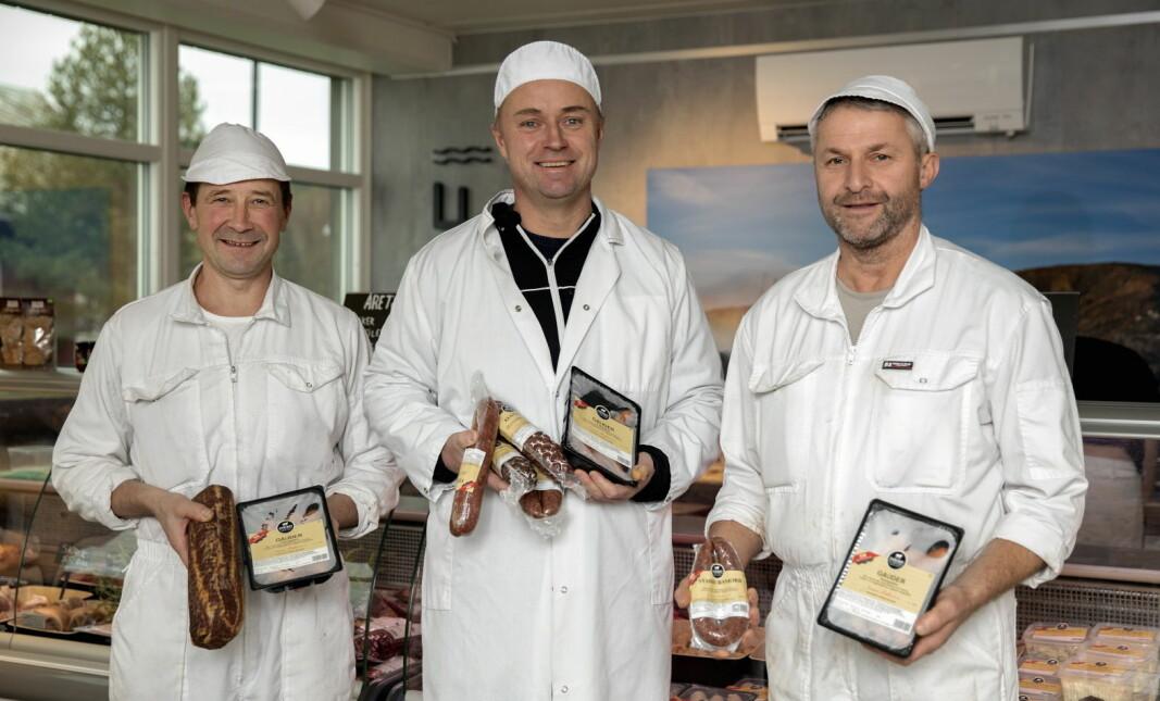 Inderøy Slakteri har gjennom årene utviklet et bredt, prisvinnende produktspekter. Fra venstre: Svein Harald Kirknes, Håvard Gausen og Steinar Susegg. (Foto: Lena Johnsen)