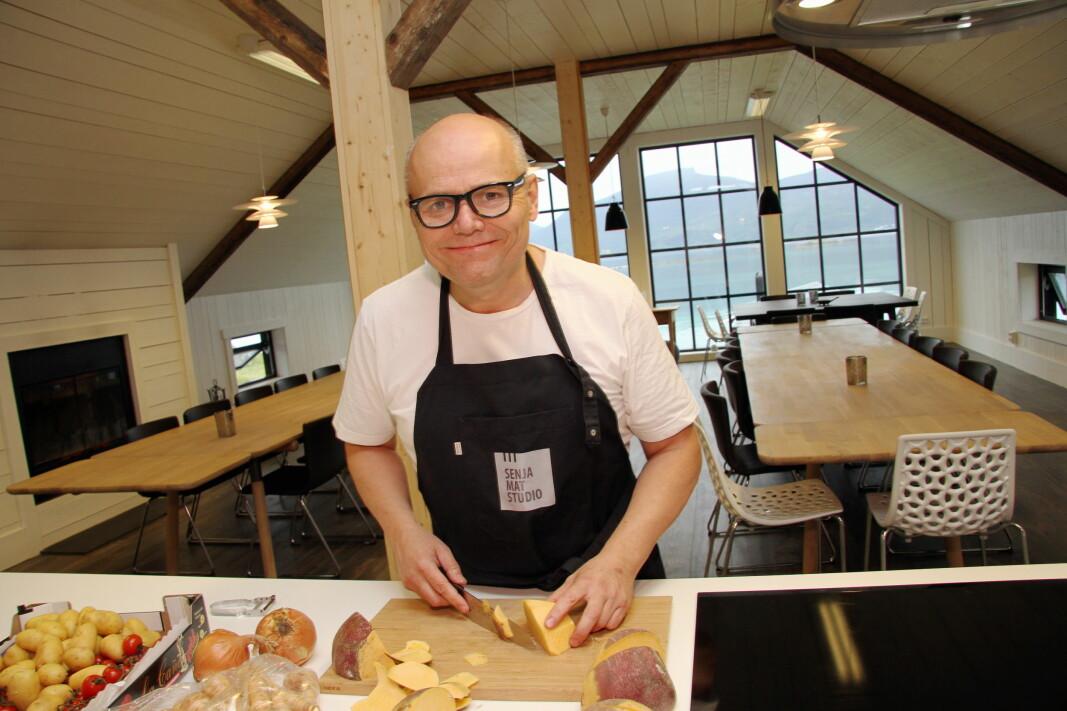 Eirik Nilssen, som driver Senja Matstudio, kan vinne prisen for beste kokebok i 2020. (Foto: Morten Holt)