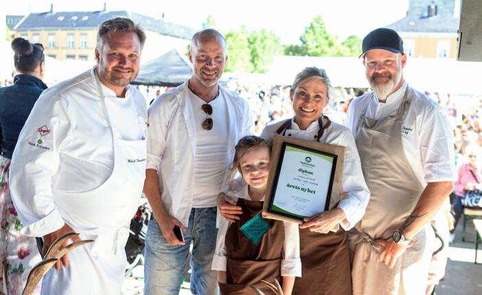 Iris og Eivind Aune sammen med Mikael Forselius og Lars Erik Vesterdal. (Foto: Jentene på tunet)