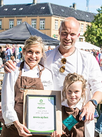 Iris og Eivind Aune fra Jentene på tunet da de vant pris på Matfestivalen i Trondheim. (Foto: Jentene på tunet)