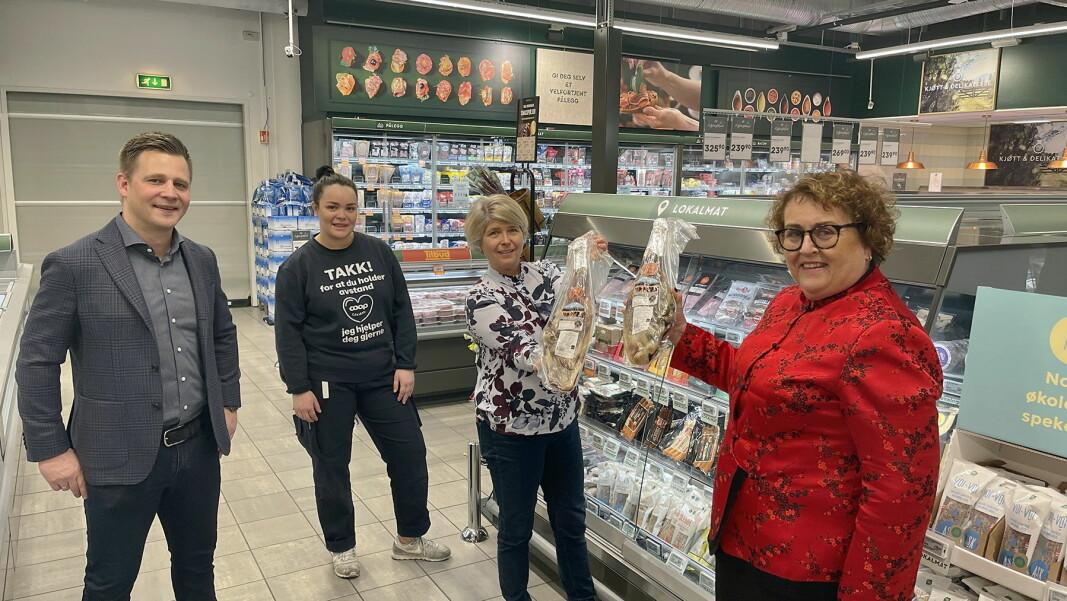 Daniel Kyrre Pedersen (kjededirektør Coop Mega, fra venstre, Synne Holm (butikksjef Coop Mega Bislett), Nina Sundqvist (administrerende direktør i Matmerk) og landbruks- og matminister Olaug Bollestad. (Foto: Matmerk)