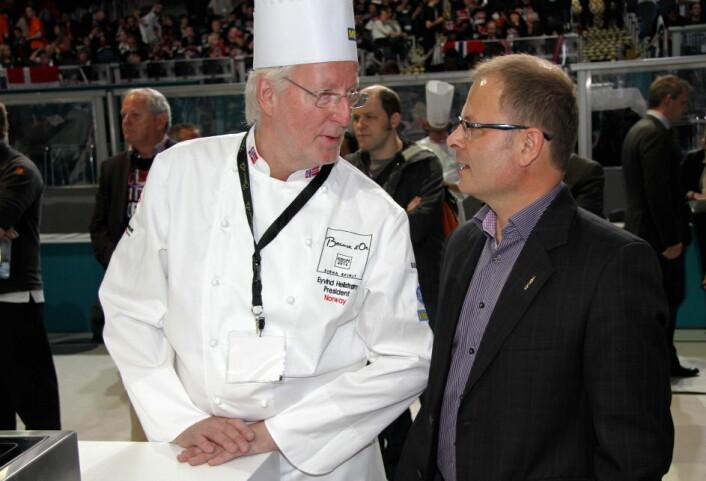 Daglig leder i Stiftelsen Norsk Gastronomi, Arne Sørvig, sammen med styremedlem Eyvind Hellstrøm. (Foto: Morten Holt)
