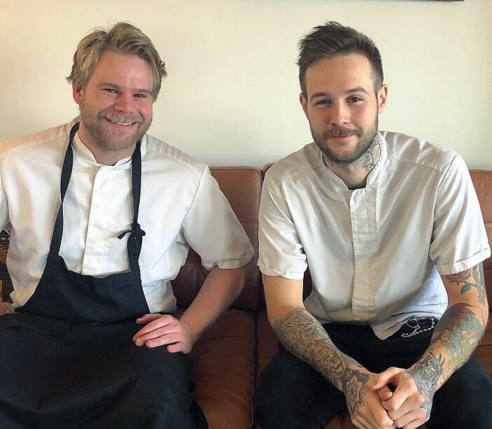 """<span class="""" t14"""" data-lab-text_size_desktop=""""14"""">Erik Sebastian Dessen og Jimmy Øien lager mat til vanskeligstilte i Oslo. Nå oppfordrer de andre Oslo-restauranter til å være med på dugnaden. (Foto: Rest)</span>"""