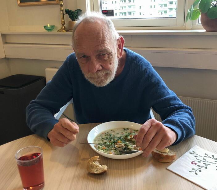 Det er ikke hver dag han får servert middag - laget av noen av Norges aller beste kokker. (Foto: Rest)