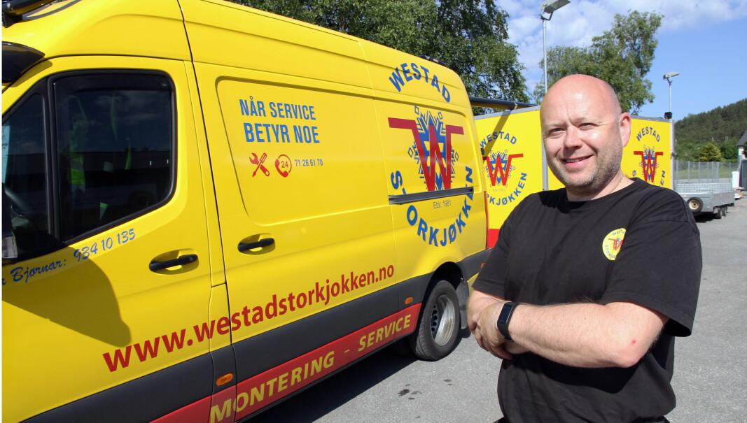 Per Bjørnar Westad (52) har ledet familiebedriften Westad Storkjøkken med stø hånd i 30 år. (Foto: Morten Holt)