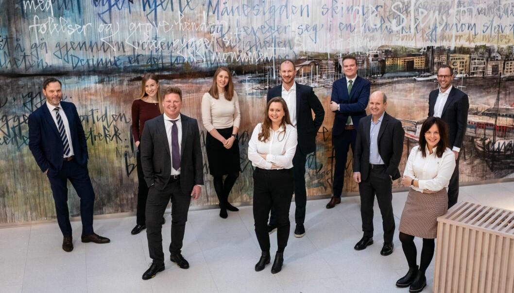 Noen av de ansatte i arbeidsrettsavdelingen i Oslo. I første rekke «gamle kjente», fra venstre Nils Lie, Ole André Oftebro, Regine Rolfsen og Liss Sunde. Anders Stenbrenden bakerst til høyre i bildet. (Foto: Kluge)